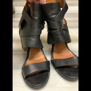 Kenneth Cole open toe and heel sandal